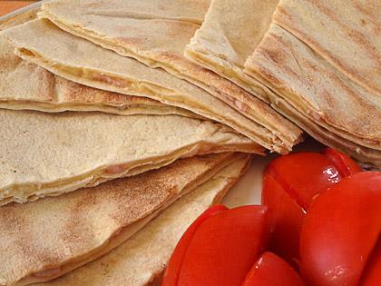 Εύκολο σνακ με αραβική πίτα