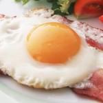 Συνταγή για αυγά με μπέικον