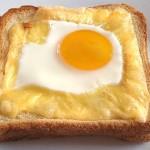 Αυγά με τυρί σε τοστ
