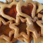 """Χριστουγεννιάτικα """"γυάλινα"""" μπισκότα"""
