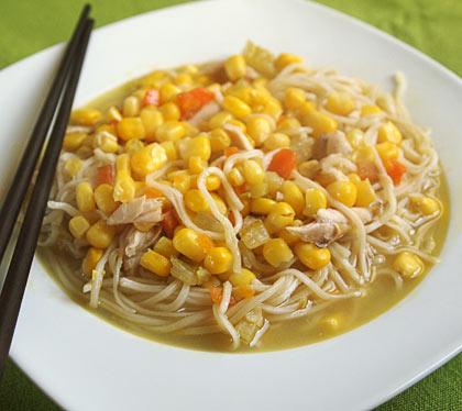 Κοτόσουπα με νούντλς