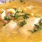 Κοτόσουπα με καλαμπόκι και κριθαράκι