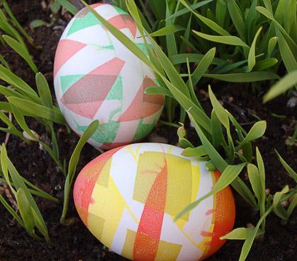 Βάψιμο πασχαλινών αυγών