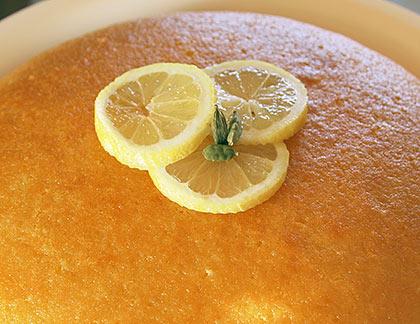 Κέικ με γιαούρτι σιροπιαστό
