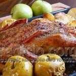 Χήνα ψητή με γέμιση από μήλα, δαμάσκηνα