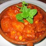 Συνταγή : Μελιτζάνες & Ρεβίθια με σάλτσα ντομάτα...