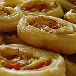 Ρολάκια σφολιάτας με φέτα, ντομάτα
