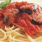 Συνταγή: Μακαρονάδα με σάλτσα ντομάτας, μελιτζάνα - makaronia domata melitzana