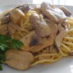 Μακαρόνια με κοτόπουλο και θυμάρι
