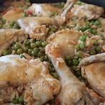 Κοτόπουλο με ρύζι και αρακά