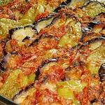 Μελιτζάνες, πιπεριές με σάλτσα ντομάτας