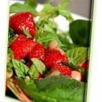 Αφροδίσια Σαλάτα με φράουλες δυόσμο και φουντούκια