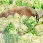 Ζυμαρικά με μπρόκολο