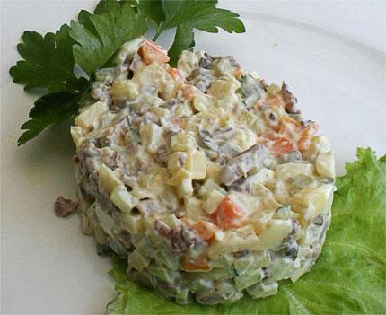 salata-agliki-me-kreas