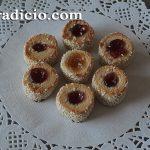 Μπισκότα αμυγδάλου με μαρμελάδα