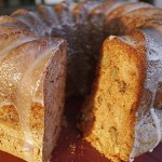 Κέικ μήλου με καρύδια και γλάσο μελιού