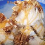 Παγωτό με μέλι, σταφίδες και καρύδια