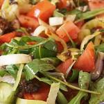 Σαλάτα με ντρέσιγκ λιαστής ντομάτας