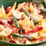 Σαλάτα με ζυμαρικά και λαχανικά
