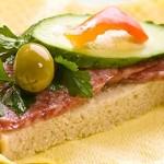 Συνταγή για ανοιχτό σάντουιτς με σαλάμι