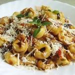 Συνταγή : Τορτελίνια με σάλτσα μελιτζάνας, κάπαρη