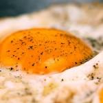 Αυγά μάτια με τυρί φέτα