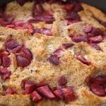 Εύκολη πουτίγκα ψωμιού με φράουλες