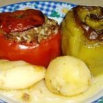 Ντομάτες, πιπεριές γεμιστές με κιμά