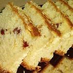 Kέικ γιαουρτιού με κυδώνι, αμύγδαλα