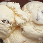 Παγωτό με ρούμι και σταφίδες