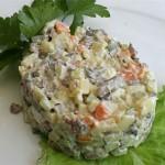 Σαλάτα ολιβιέρ (σαλάτα με βραστό κρέας)