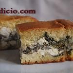 Καλαμποκόψωμο γεμιστό με τυρί και σπανάκι