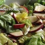 Σαλάτα με μήλα και καρύδια
