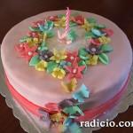 Ανοιξιάτικη τούρτα με ζαχαρόπαστα
